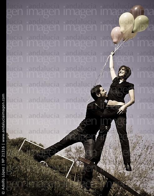pareja-con-globos_21316