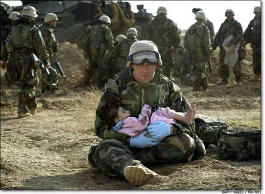 iraq-soldierholdingiraqichild-image